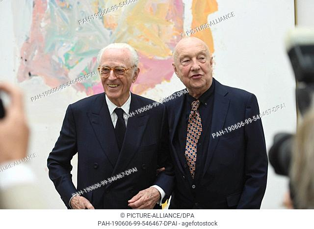 06 June 2019, Bavaria, Munich: Duke Franz of Bavaria (l) and Georg Baselitz, artists, stand side by side at a photo shoot on the occasion of a donation of works...