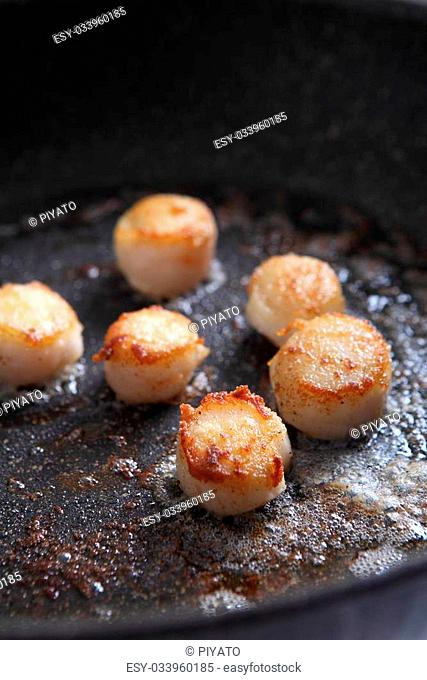 Scallops in pan