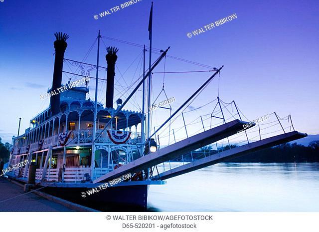 Paddlewheel Riverboat 'Julia Belle Swain' on the Mississippi River. Evening. La Crosse. Mississippi River Valley. Wisconsin. USA