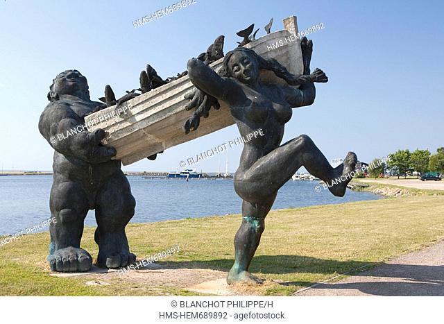 Estonia Baltic States, Saare Region, Saaremaa Island, Kuressaare, Tauno Kangro statue represents the mythical hero of the Island, Suur Toll
