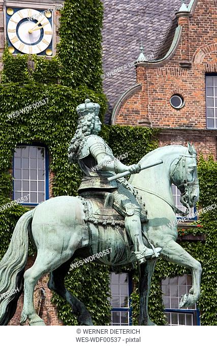 Germany, North-Rhine-Westphalia, Duesseldorf, Town Hall, Equestrian Statue of Jan Wellem