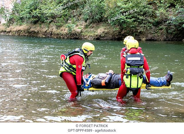 JOINT MANEOUVRES BETWEEN GRIMP AND THE SAV (RESOURCE POOLING BETWEEN THE SDIS OF LOZERE AND OF THE AVEYRON) TO RECOVER A FISHERMAN WHO COLLAPSED IN A RIVER
