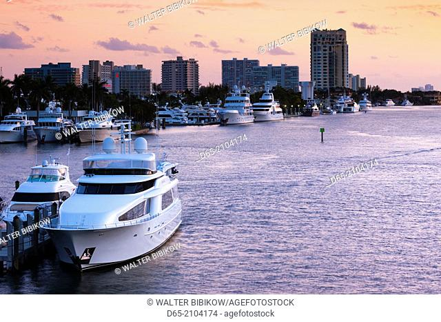 USA, Florida, Fort Lauderdale, yachts on the Intercoastal Waterway, dusk