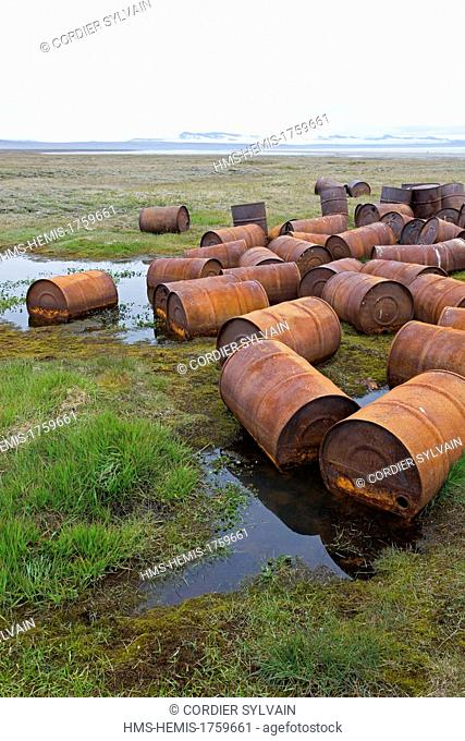 Russia, Chukotka autonomous district, Wrangel island, Mammoth river, old barrels of petrol abandonned by the russian army after the cold war