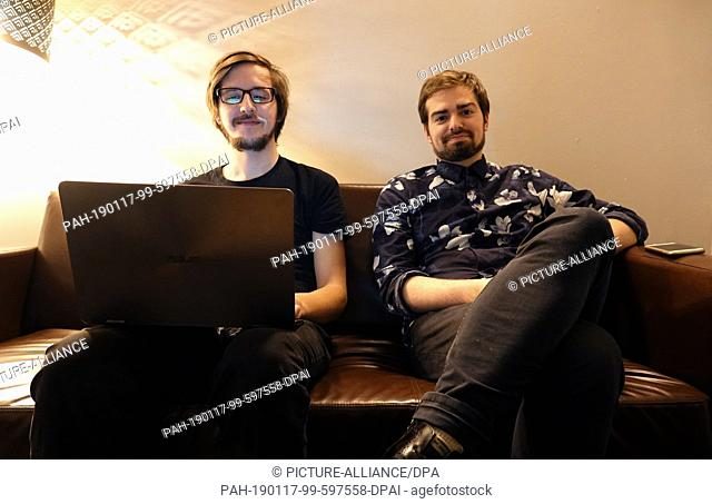 10 January 2019, Germany (German), Berlin: Lukas Diestel (l) and Jonathan Löffelbein sit together before a performance. Two years ago