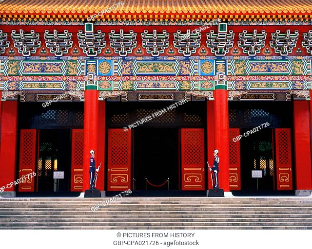 Taiwan: Honour Guard in front of the National Revolutionary Martyrs' Shrine (Zhong Lie Ci) Taipei