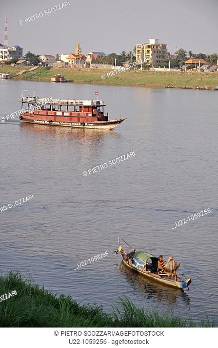 Phnom Penh (Cambodia): boats on the confluence of the Tonlé Sap, Mekong, and Bassac rivers