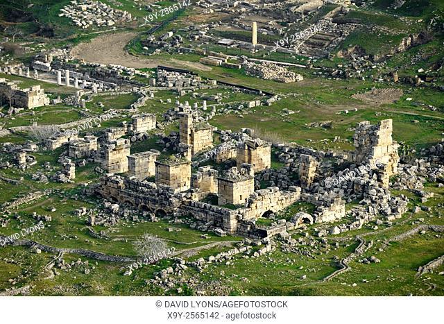 Ancient Greek Roman city of Hierapolis at Pamukkale, Denizli, Turkey. N. E. over the 6 C Christian church in the city centre
