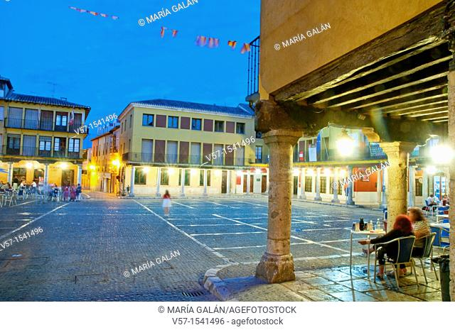 People sitting on terraces at Main Square, night view. Tordesillas, Valladolid province, Castilla León, Spain