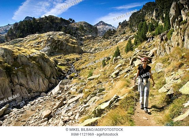 Lakes Route  Colomers glaciar cirque  Aran Valley  Pyrenees mountain range  Lerida province  Catalonia, Spain, Europe