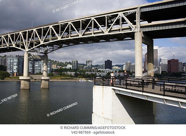 Marquam Bridge over the Willamette River in Portland, Oregon, USA