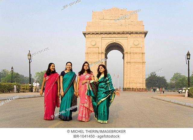 Indian women in front of the Amar Jawan Jyoti, India, South Asia Gate, Delhi, India, South Asia