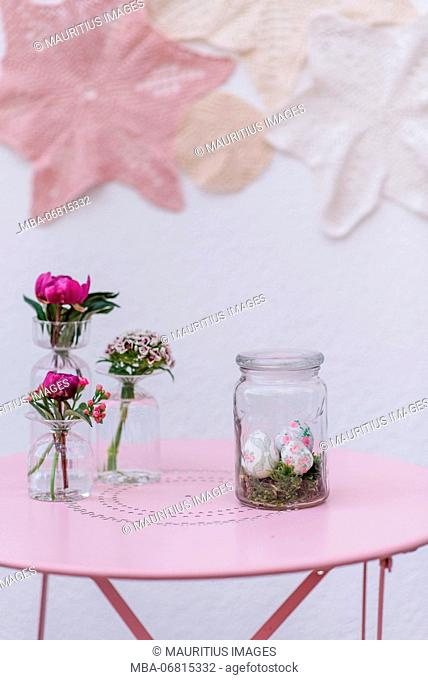 Easter decoration, glass, eggs, flowers