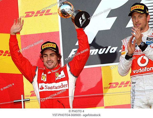 Race, Fernando Alonso ESP, Scuderia Ferrari, F-150 Italia 2nd position and Jenson Button GBR, McLaren Mercedes, MP4-26 race winner, F1, Japanese Grand Prix