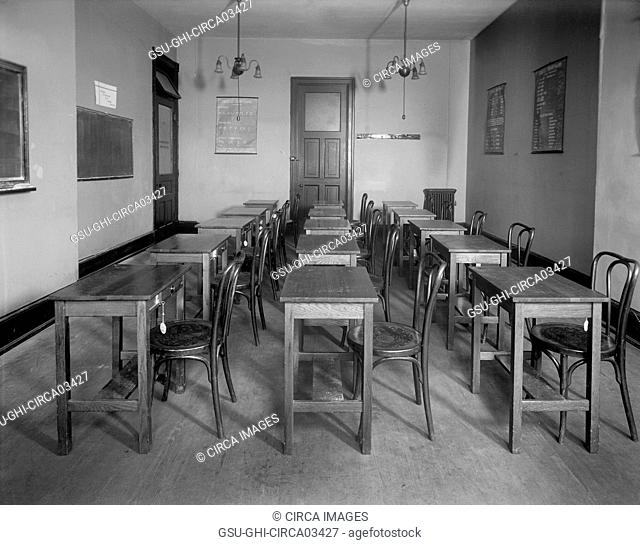 Classroom, Washington School for Secretaries, Washington DC, USA, Harris & Ewing, 1920