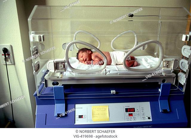 Nurseling in the incubator. - 01/02/2007