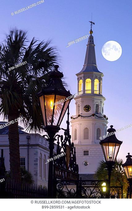 GAS LANTERNS SAINT MICHAELS CHURCH SPIRE CHARLESTON SOUTH CAROLINA USA