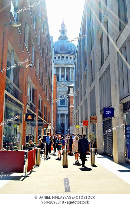 View of St. Paul's Cathedral on a very sunny Summer day