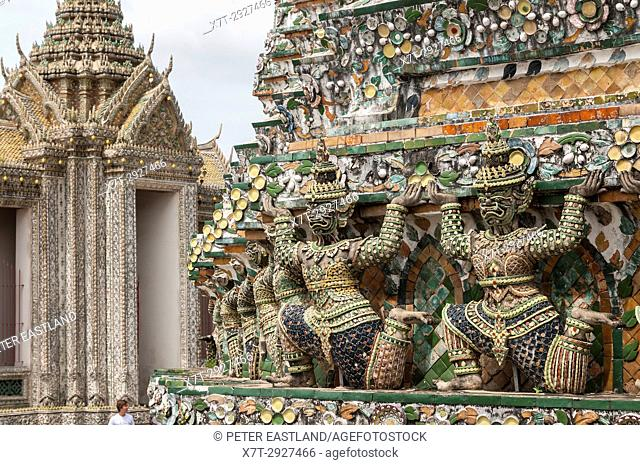 Ancient Chinese figures decorated with ceramic tiles, at the Wat Arun temple, on the Chao Phraya River. Yai district, Bangkok, Thailand