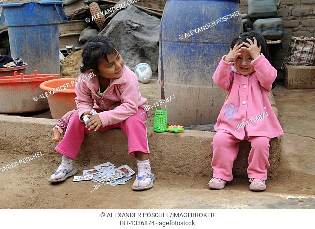 Two little girls, Nazca, Inca settlement, Quechua settlement, Peru, South America, Latin America