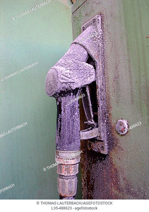 Frozen gas pump