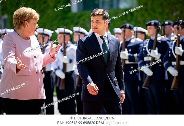 18 June 2019, Berlin: Federal Chancellor Angela Merkel (CDU) receives Volodymyr Selensky, President of Ukraine, with military honours before the Federal...