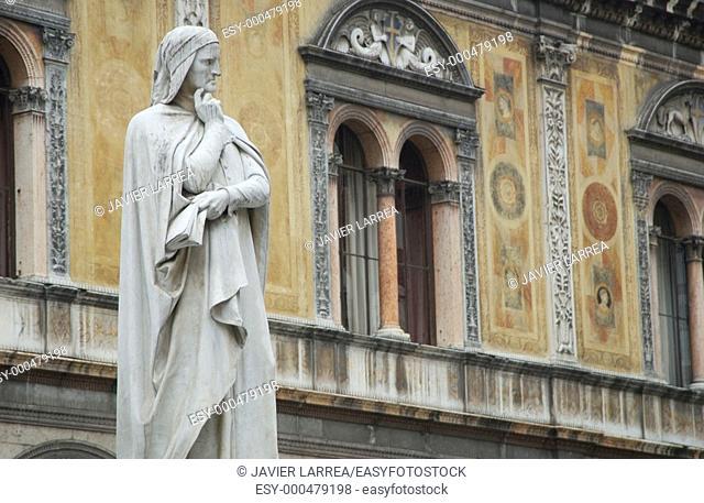 Monument to Dante, Piazza dei Signori, Verona, Veneto, Italy
