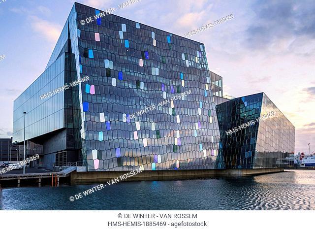 Iceland, Hofudhborgarsvaedhi, Reykjavik, Harpa Theatre and Conference center harbour view