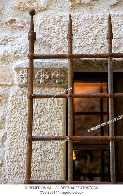 Spain. Cataluña. Girona. Costa Brava. Baix Empordà. Peratallada, medieval town. Window grid detail
