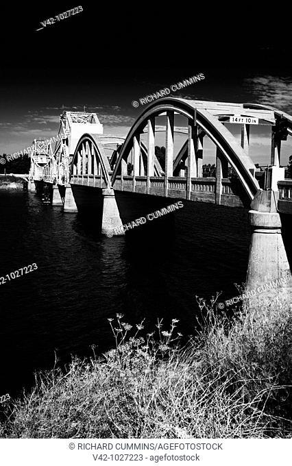 Isleton Lift Bridge over the Sacramento River, Isleton historic town, Sacramento Delta, California, USA