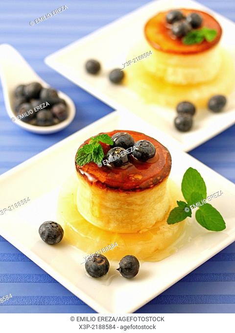 Cheese tart with honey and blueberries
