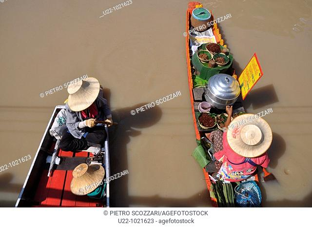 Pattaya (Thailand): canoes at the local Floating Market