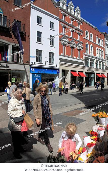 Ireland, Dublin, Grafton Street, people, shopping