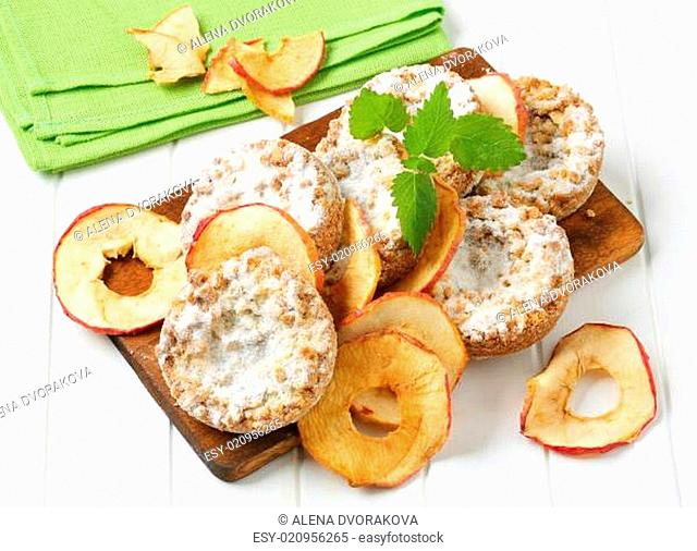 Apple crumble cookies with apple chips