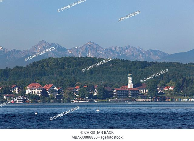 View of Buscharn with Münsing on Seeshaupt with the Ammergauer alps, Lake Starnberg, Upper Bavaria, Bavaria, Germany