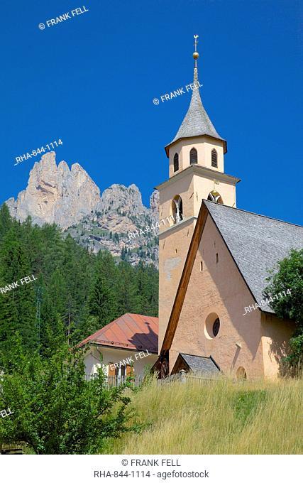 Village church, Fontanac, Fassa Valley, Trento Province, Trentino-Alto Adige/South Tyrol, Italian Dolomites, Italy, Europe