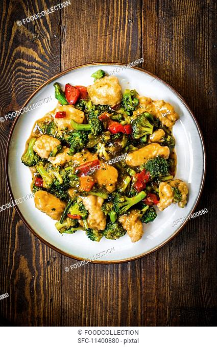 Chicken with broccoli and pepper (China)