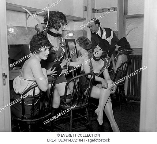 Earl Carroll backstage with showgirls in his 'Vanities' production in Washington, D.C. Jan 1925. (BSLOC-2015-17-214)