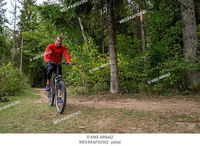 Athlete mountainbiking in the woods