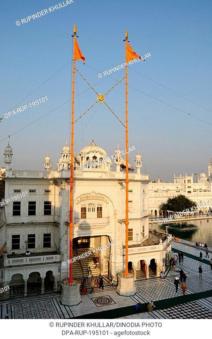 Nishan sahib harmandir sahib, amritsar, punjab, india, asia
