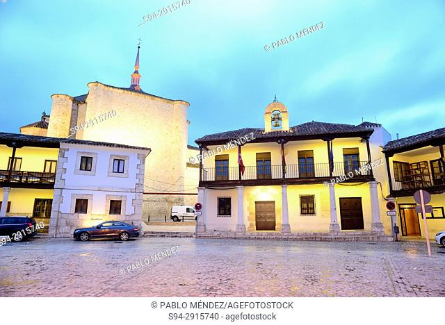 Main square with Santa Maria la Mayor church, Colmenar de Oreja, Madrid, Spain