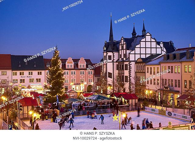 Christmas market with town hall, Saalfeld, Thuringia, Germany