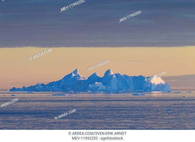 Iceberg at sunset - Ilulissat Icefjord - Greenland