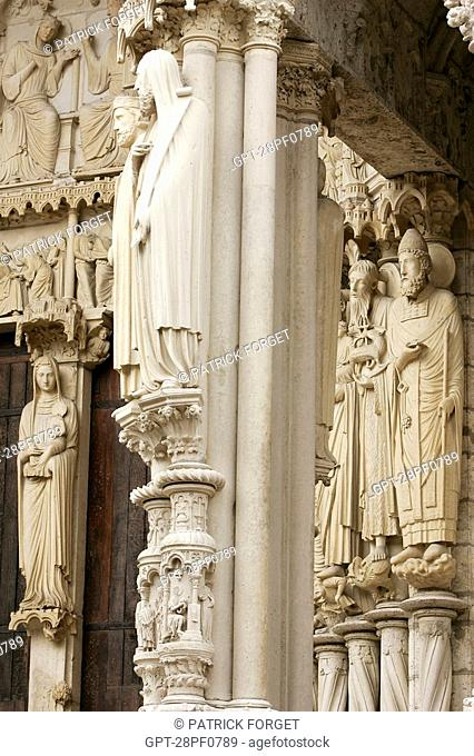 DETAIL OF THE NORTH DOOR, CHARTRES CATHEDRAL, EURE-ET-LOIR 28, FRANCE