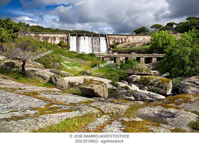 Dam in the Becedas reservoir. El Hoyo de Pinares. Avila. Castilla Leon. Spain