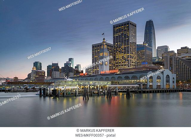 USA, California, San Francisco, Ferry house and Financial District in the evening