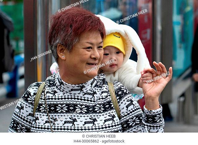Asia, China, Peoples Republic, Sichuan Province, Chongqing, local woman