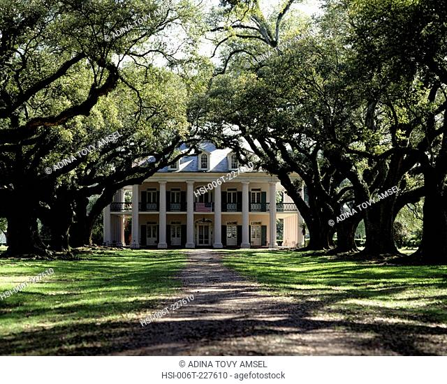 Oak Alley plantation house. New Orleans. USA