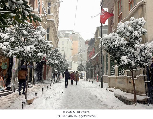 Snow in the area of the Istiklal Caddesi shopping street in Istanbul, Turkey, 7January 2017. Photo: Can Merey/dpa | usage worldwide