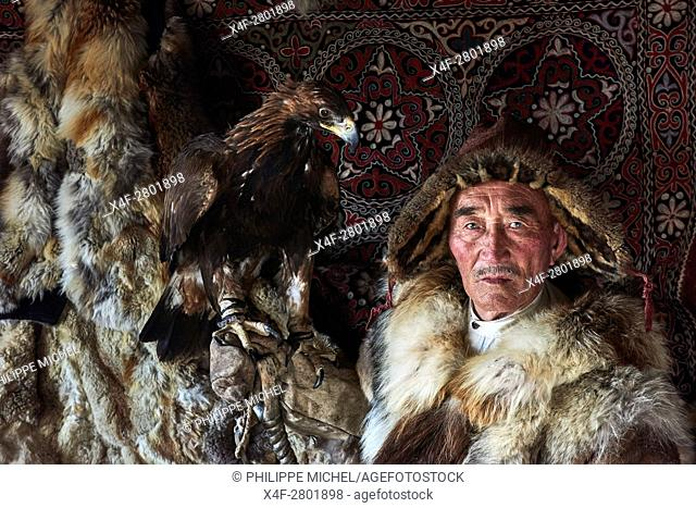 Mongolia, Bayan-Olgii province, Kazakh eagle hunter with his Golden Eagle
